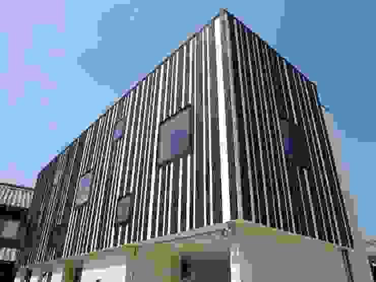 境内に建つ家 オリジナルな 家 の Egawa Architectural Studio オリジナル