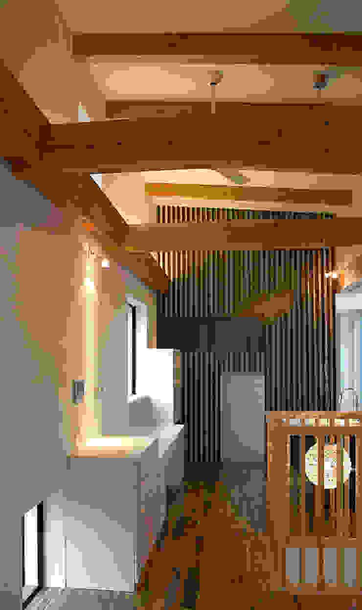 境内に建つ家 オリジナルデザインの リビング の Egawa Architectural Studio オリジナル