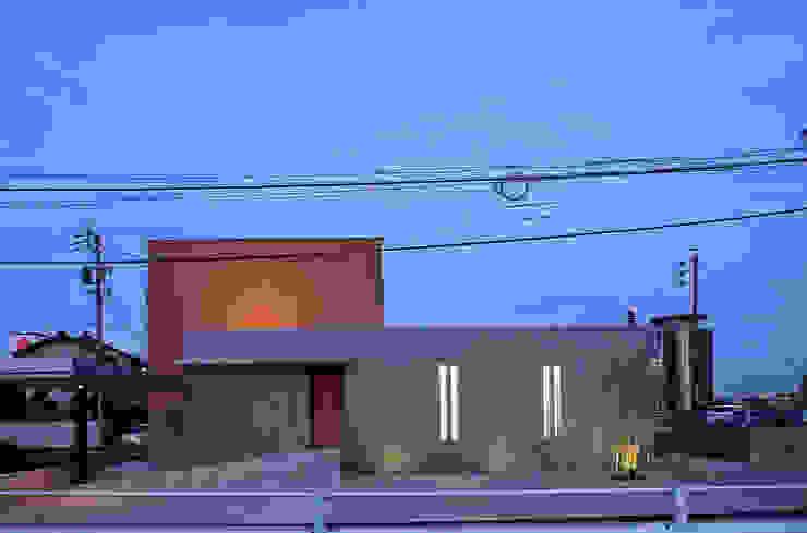 コンクリート壁のある木造住宅 オリジナルな 家 の Egawa Architectural Studio オリジナル