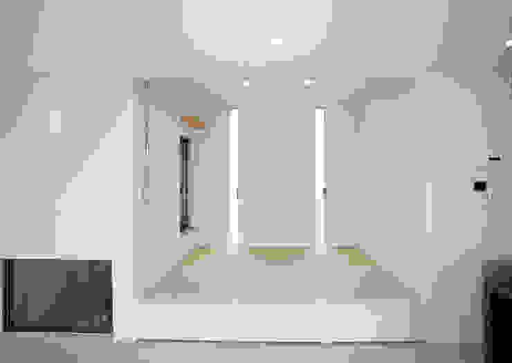 コンクリート壁のある木造住宅 オリジナルな 壁&床 の Egawa Architectural Studio オリジナル