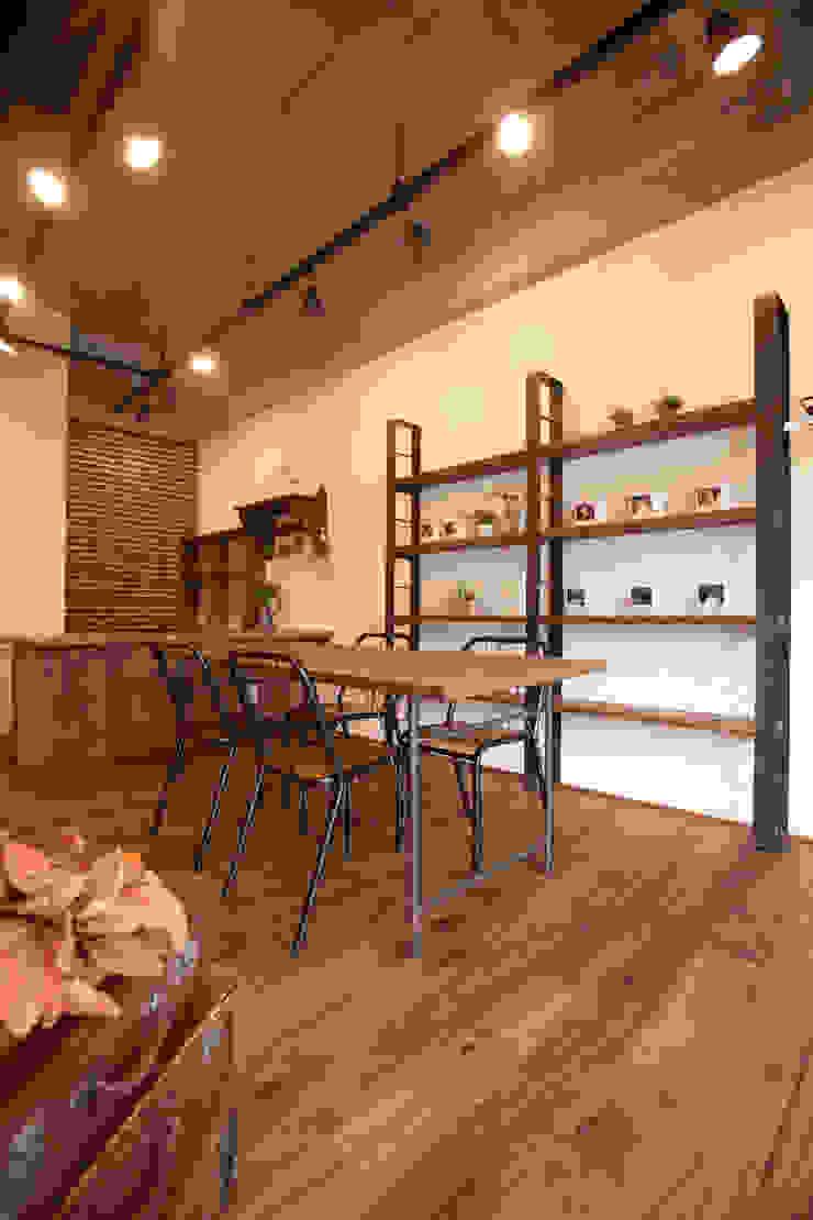 de Egawa Architectural Studio Ecléctico