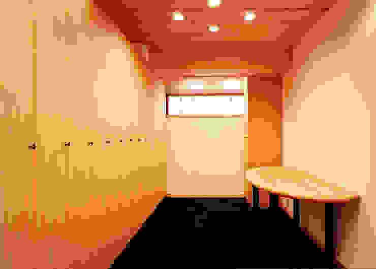 女子ロッカー室 の 松井建築研究所 オリジナル