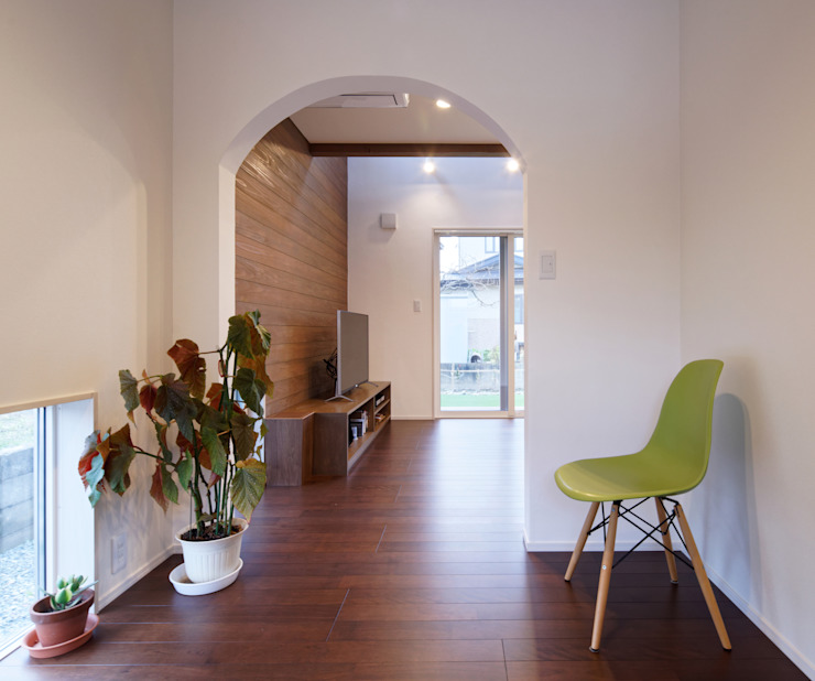 さくらんぼ駅前の家 モダンデザインの 多目的室 の 大類真光建築設計事務所 モダン