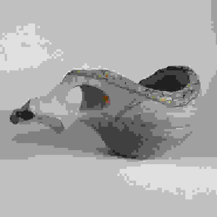 カキノキ(ナチュラルエッジ)のカップ: atelier dehorsが手掛けた折衷的なです。,オリジナル 木 木目調