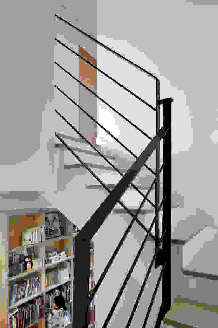 홍성주택 아시아스타일 복도, 현관 & 계단 by 위무위 건축사사무소 한옥