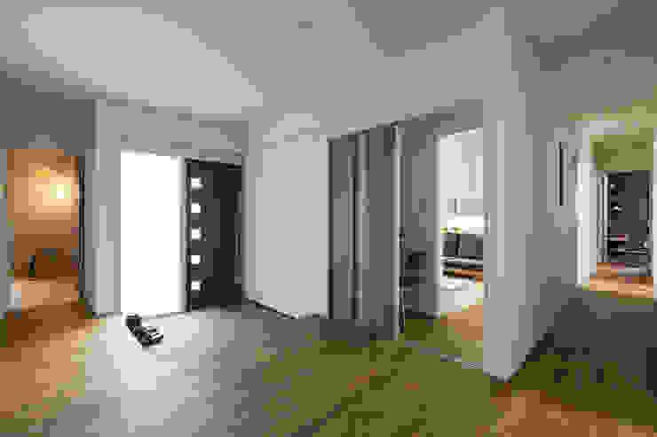N邸新築 北欧スタイルの 玄関&廊下&階段 の 株式会社 鳴尾工務店 北欧