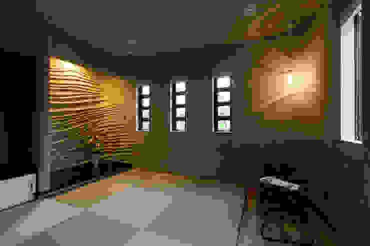 N邸新築 モダンデザインの 多目的室 の 株式会社 鳴尾工務店 モダン