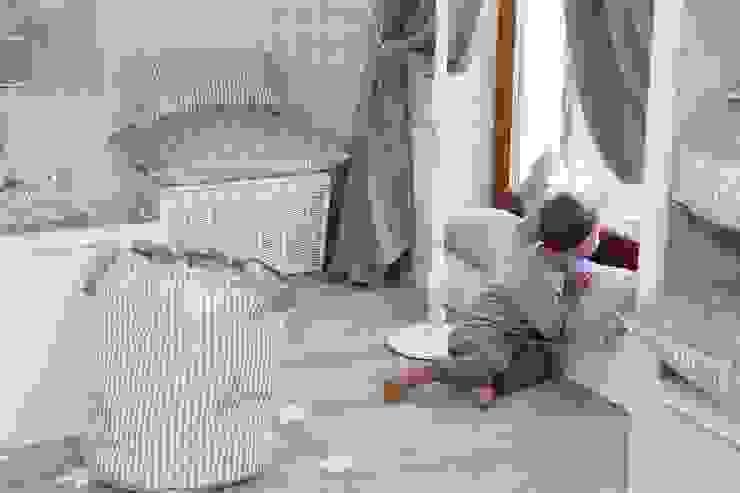 Skrzynie: styl , w kategorii Pokój dziecięcy zaprojektowany przez Caramella,