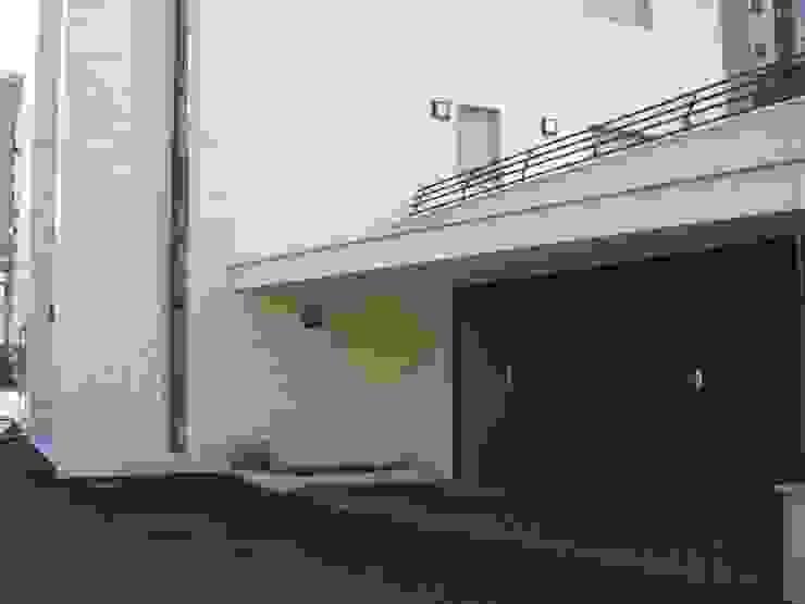 Garajes modernos de Studio Perotta Moderno