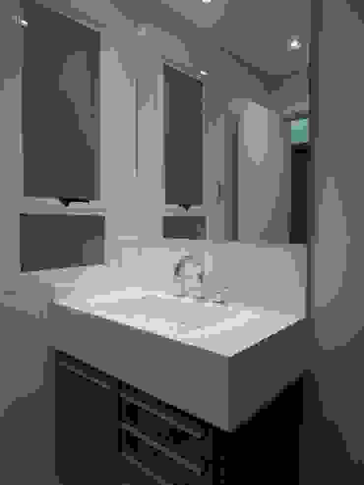 Baños de estilo moderno de Tatiana Junkes Arquitetura e Luminotécnica Moderno Cuarzo
