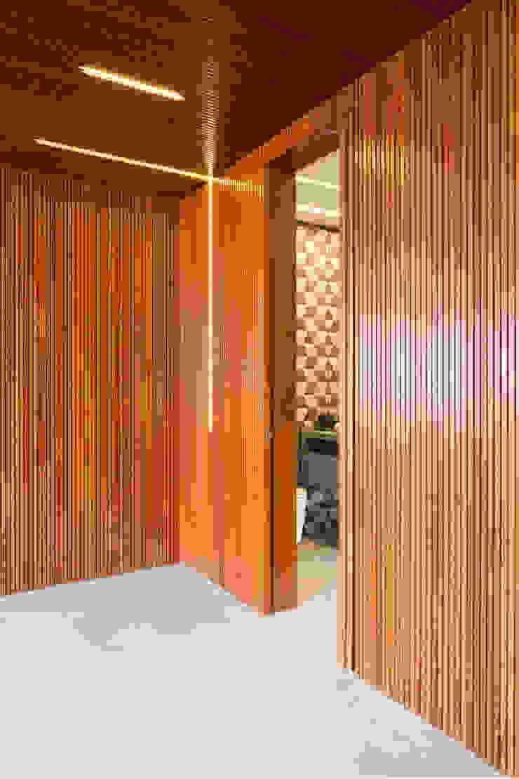 APARTAMENTO JARDINS Portas e janelas modernas por Tria Arquitetura Moderno