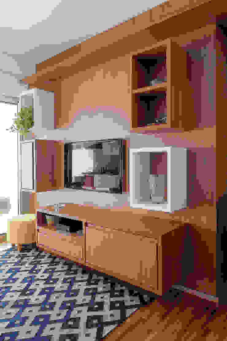 APARTAMENTO MICHIGAN Salas de jantar modernas por Tria Arquitetura Moderno