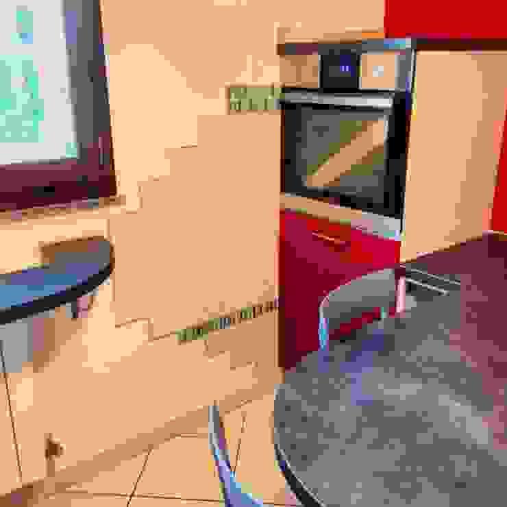 Zona Forno Con piastrelle decorative di Arreda Progetta di Alice Bambini Moderno