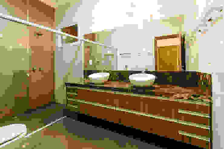 Residencia Ribeirão Preto Luciano Esteves Arquitetura e Design Banheiros rústicos