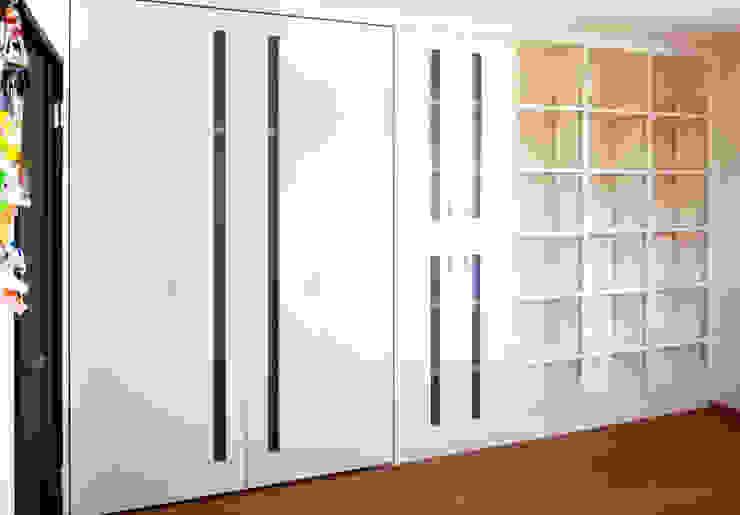 子供室 リフォーム (娘さんの部屋側) モダンデザインの 子供部屋 の 吉田設計+アトリエアジュール モダン