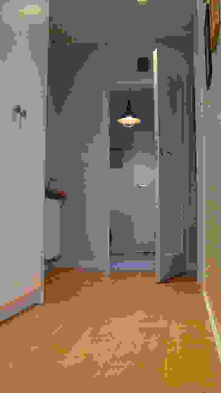 mieszkanie Plewiska Klasyczny korytarz, przedpokój i schody od Kara design. Pracownia Projektowa Karolina Pruszewicz Klasyczny