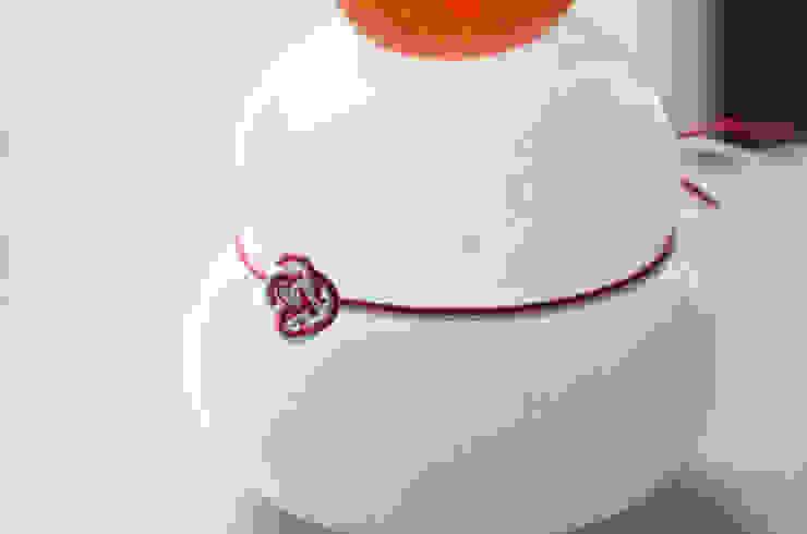 つぶつぶみかんのモチモチ鏡餅: 田井将博 グラスタイムが手掛けた現代のです。,モダン