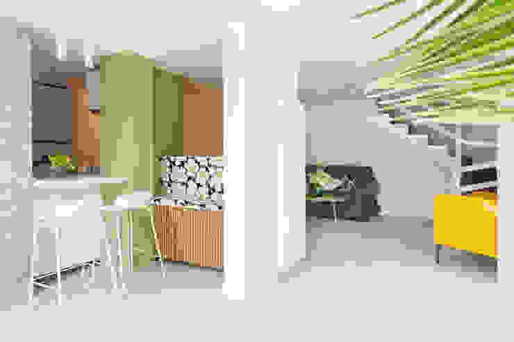 Casa di Silvana Maurizio Giovannoni Studio Ingresso, Corridoio & Scale in stile minimalista Verde