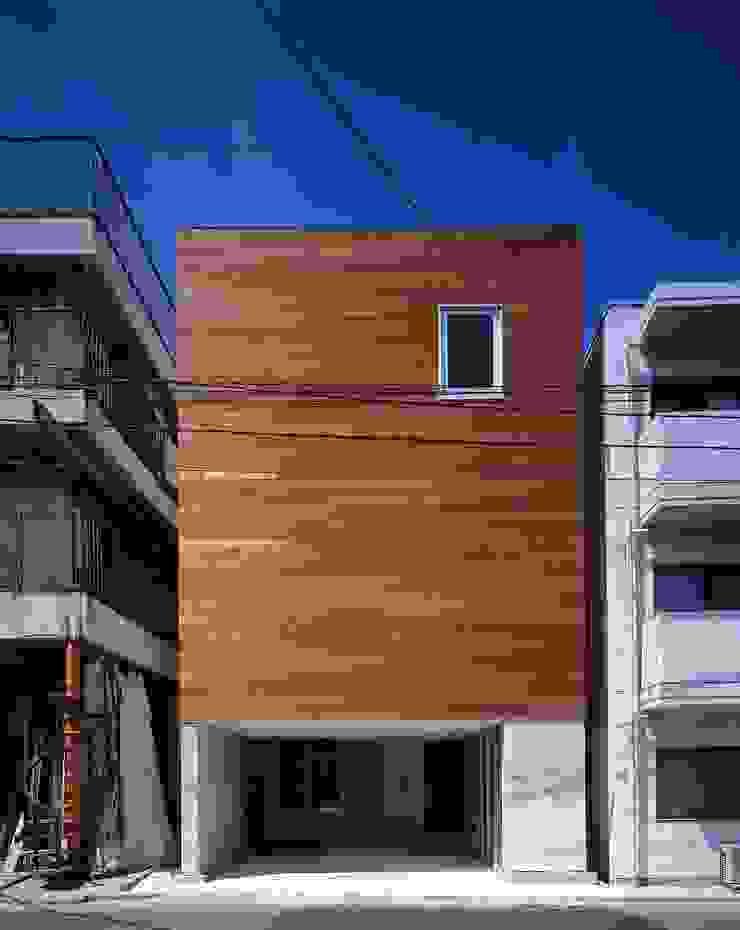H HOUSE in hiroshima モダンな 家 の 有限会社アルキプラス建築事務所 モダン 木 木目調