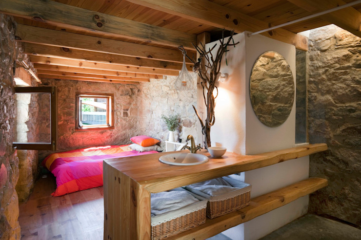 pedro quintela studio Rustic style bedroom Stone Wood effect