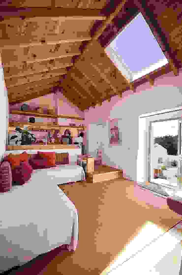 Rustic style living room by pedro quintela studio Rustic Stone