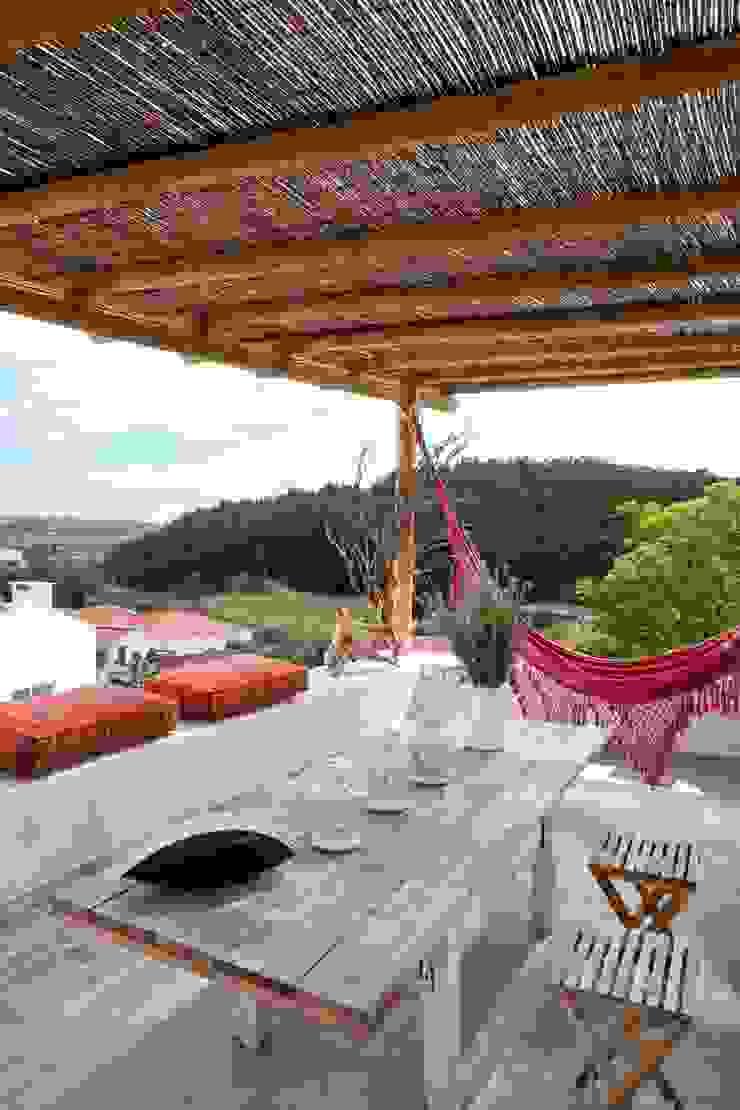 Rustic style balcony, veranda & terrace by pedro quintela studio Rustic