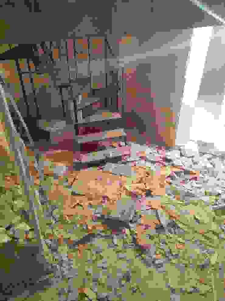 Toilettes before renovation 根據 Pil Tasarım Mimarlik + Peyzaj Mimarligi + Ic Mimarlik
