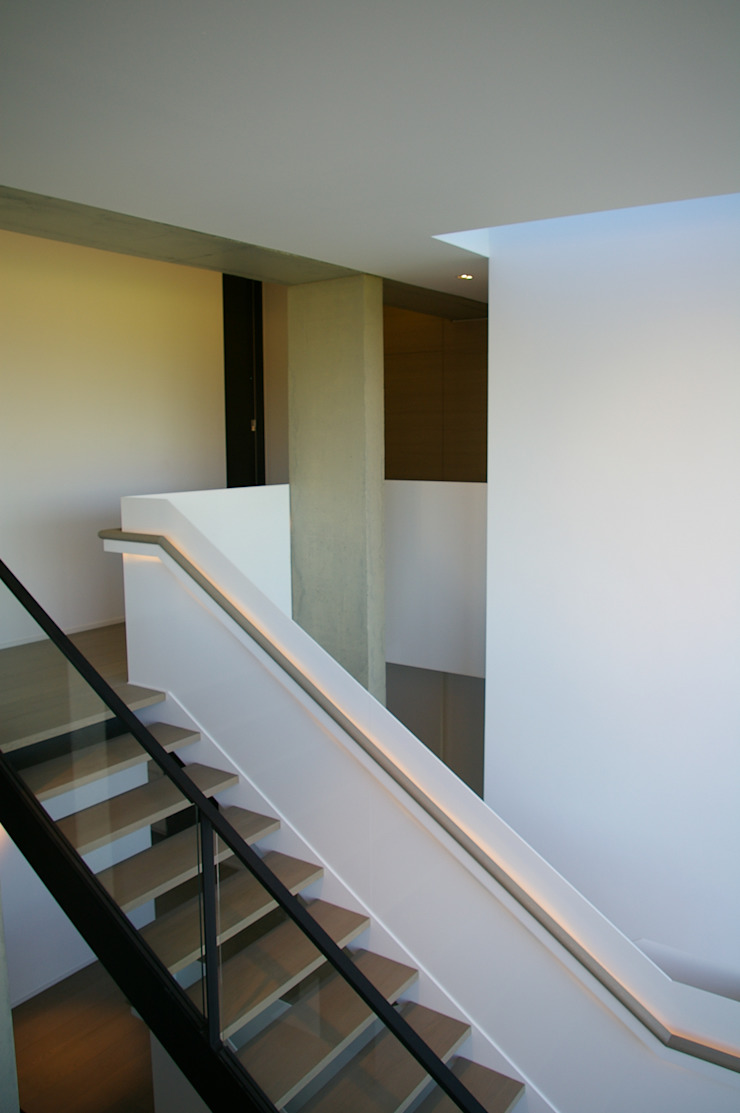 ARTERRA 走廊 & 玄關 鐵/鋼 White