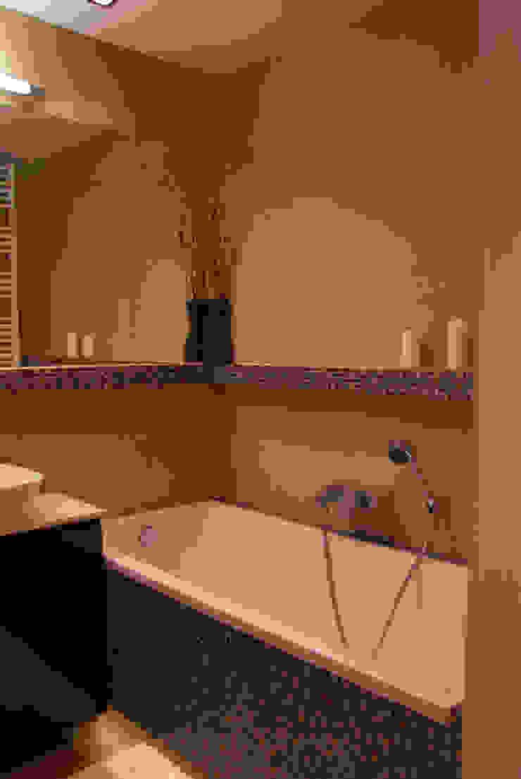 Łazienka w kolorach ziemi Nowoczesna łazienka od ZAWICKA-ID Projektowanie wnętrz Nowoczesny