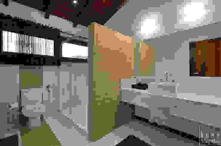 Aconchego a beira mar Banheiros modernos por Bethina Wulff Moderno