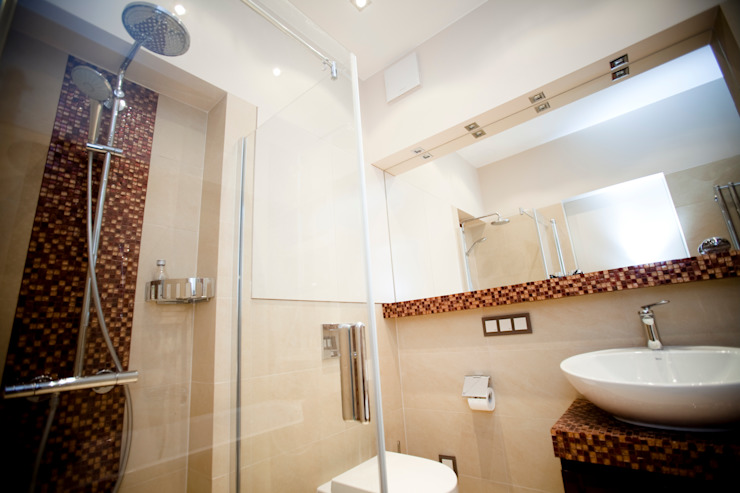 現代浴室設計點子、靈感&圖片 根據 ZAWICKA-ID Projektowanie wnętrz 現代風