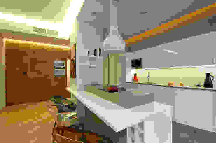 Modern Kitchen by ZAWICKA-ID Projektowanie wnętrz Modern