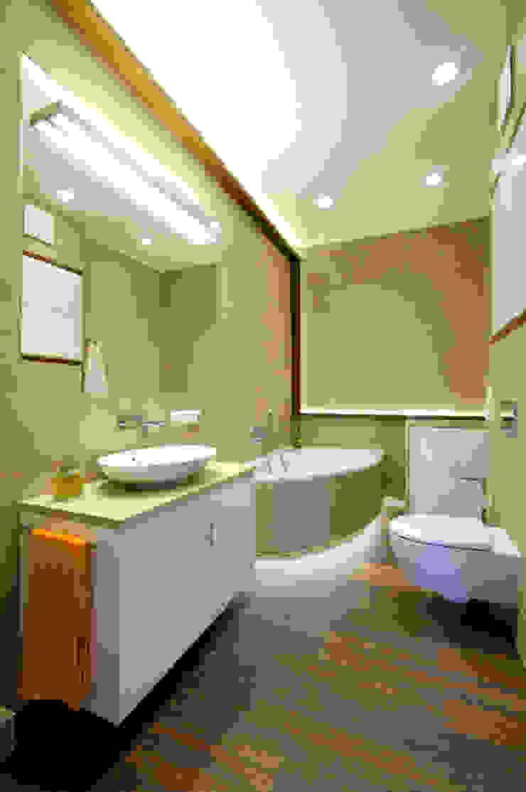 Modern Bathroom by ZAWICKA-ID Projektowanie wnętrz Modern