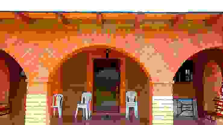 CABAÑA EN ATOTONILCO EL GRANDE HGO Balcones y terrazas rústicos de OMR ARQUITECTURA & DISEÑO DE INTERIORES Rústico