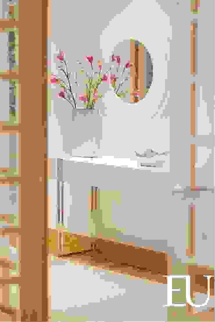 Modern corridor, hallway & stairs by TRAÇO 8 INTERIORES Modern Wood Wood effect