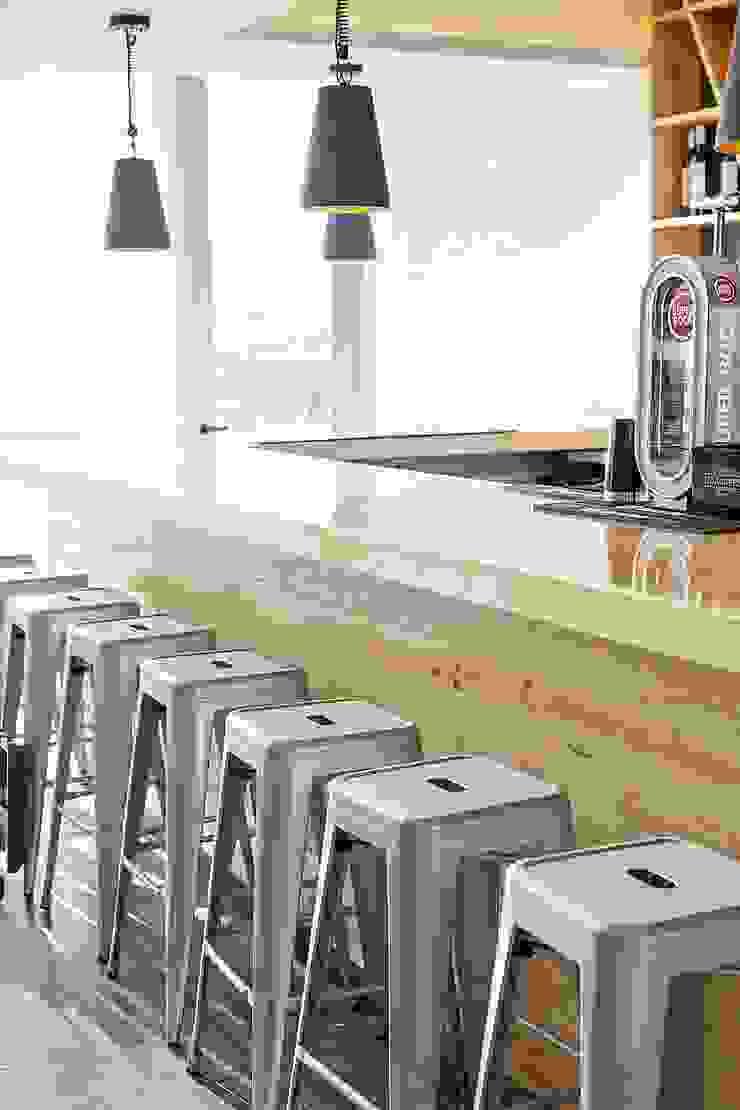 Restaurante - Zona Bar Espaços de restauração industriais por TRAÇO 8 INTERIORES Industrial