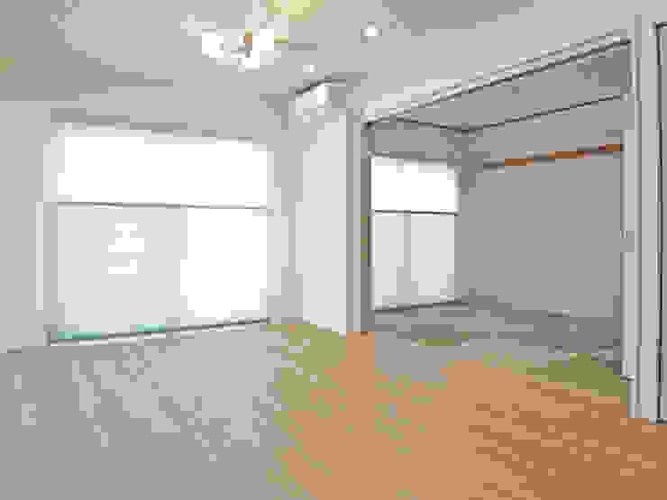琉球畳のあるホワイトウッドテイスト: ロクサ株式会社が手掛けた折衷的なです。,オリジナル