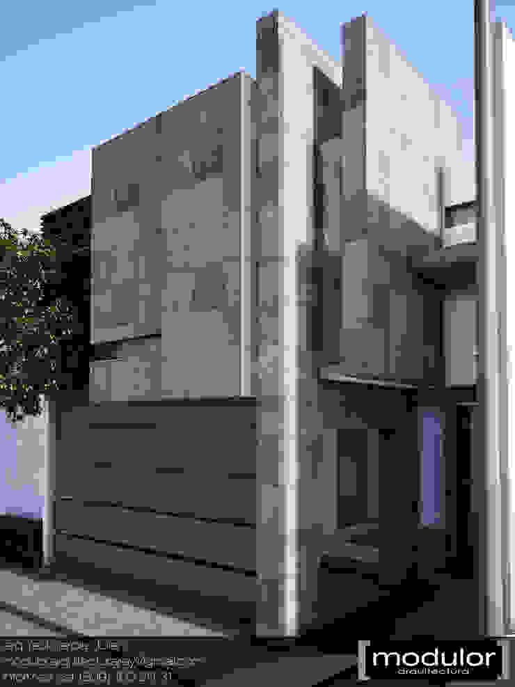 Casas estilo moderno: ideas, arquitectura e imágenes de Modulor Arquitectura Moderno Piedra