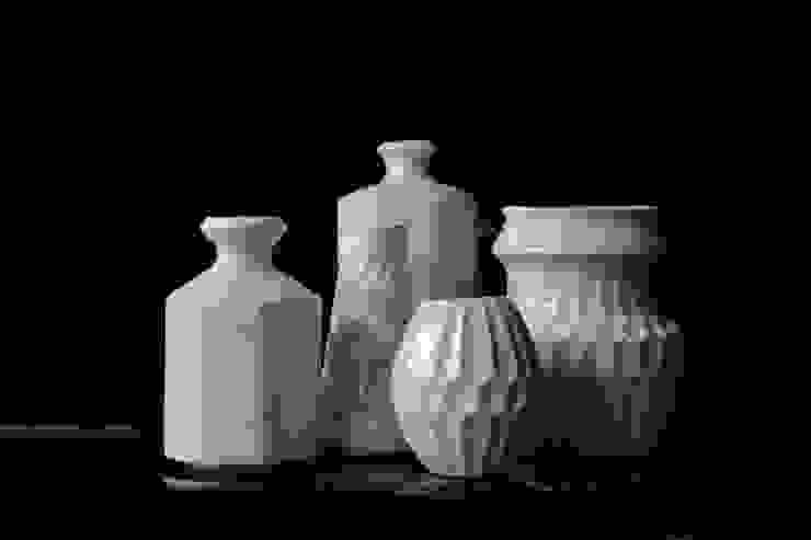 花器 : monoton ceramic laboが手掛けた折衷的なです。,オリジナル 磁器
