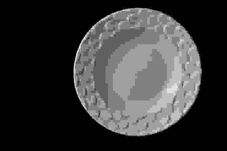 """ウロコ深皿 piatto fondo """"pesce"""": monoton ceramic laboが手掛けた折衷的なです。,オリジナル 磁器"""