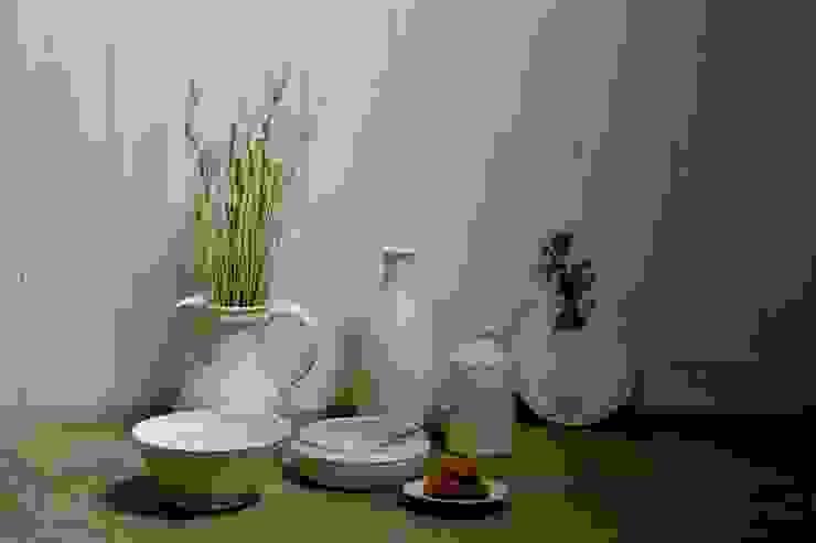 """series""""manologi"""" マノロジシリーズから白泥カフェオレボウル・瓶・ピッチャーなど: monoton ceramic laboが手掛けた折衷的なです。,オリジナル 磁器"""