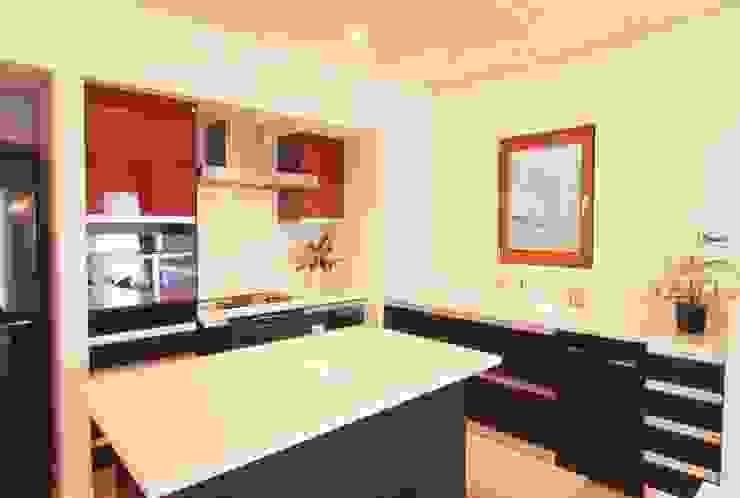 IC house | SANKAIDO 地中海デザインの キッチン の SANKAIDO | 株式会社 参會堂 地中海