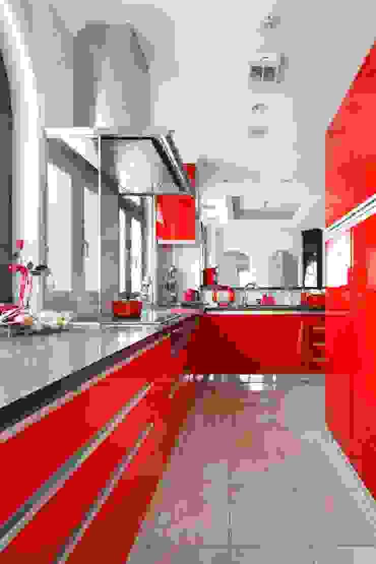 YO house   SANKAIDO 地中海デザインの キッチン の SANKAIDO   株式会社 参會堂 地中海