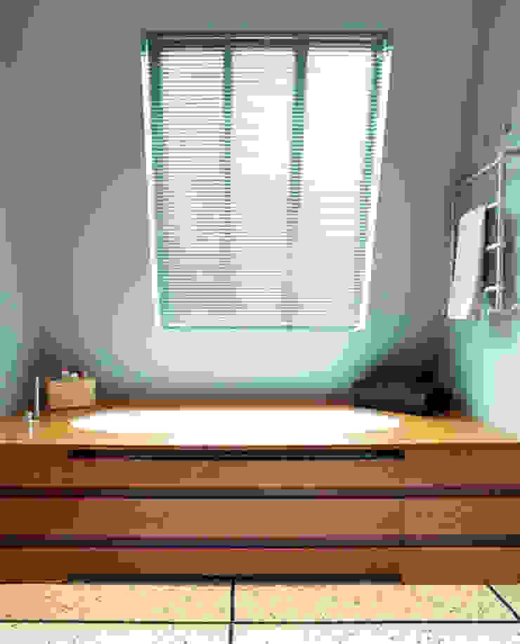 Céline Masson Modern Bathroom