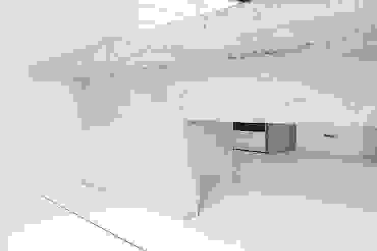 Apartamento Blanco y Negro de CENTRAL ARQUITECTURA Minimalista