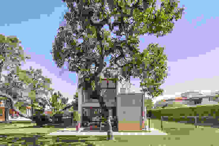 Casa SMPW - Lab606 Casas industriais por Joana França Industrial Concreto