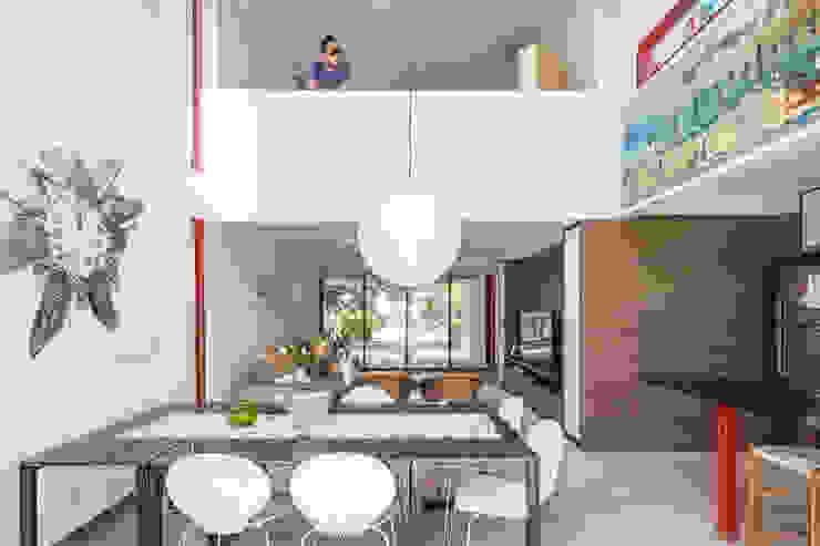 Casa SMPW – Lab606 Salas de jantar industriais por Joana França Industrial