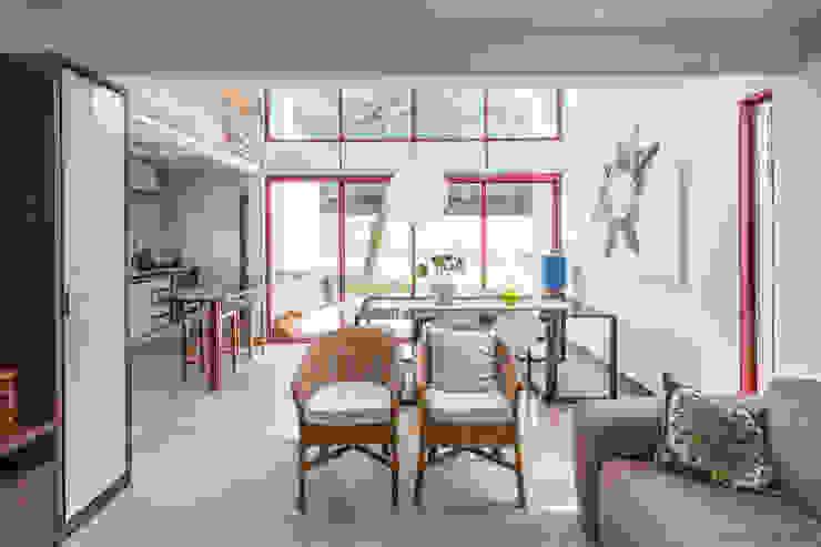 Casa SMPW – Lab606 Salas de estar industriais por Joana França Industrial