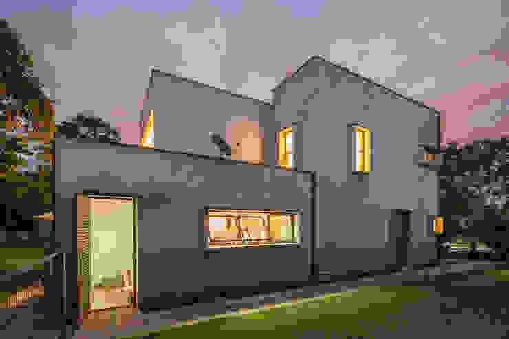 Casa SMPW – Lab606 Casas industriais por Joana França Industrial Concreto