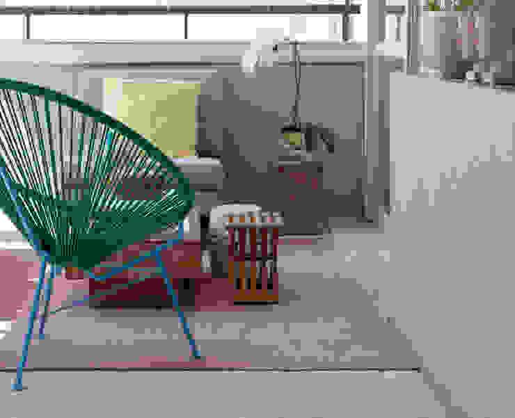 Apartamento São Paulo - Real Parque Varandas, alpendres e terraços rústicos por Two Design Rústico